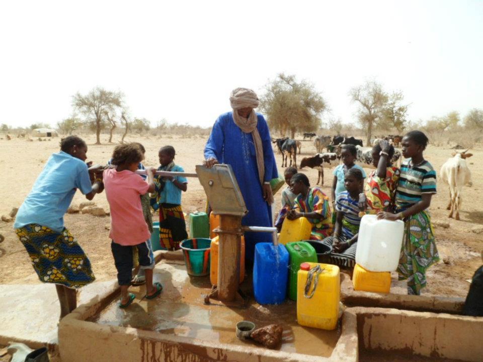 Luttons contre la souffrance humaine ! Adduction-d-eau-potable-pour-les-refugies