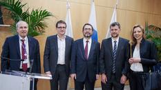 eutelsat - Christian Roisse, Secrétaire Exécutif sortant d'Eutelsat-IGO (France), Rodolphe Belmer, Directeur Général d'Eutelsat S.A., M. Piotr Dmochowski-Lipski, Secrétaire Exécutif élu d'Eutelsat-IGO (Pologne), Frédéric Labarrère, Président de l'Assemblée des Parties d'Eutelsat-IGO (Monaco), Ivana Stankovic, Vice-Présidente de l'Assemblée des Parties d'Eutelsat-IGO (Serbie).